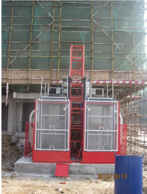 VFD Red Twin Cage Construction Material Hoists for Building SC100